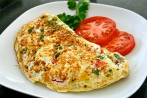 omelet met tomaat en bosui